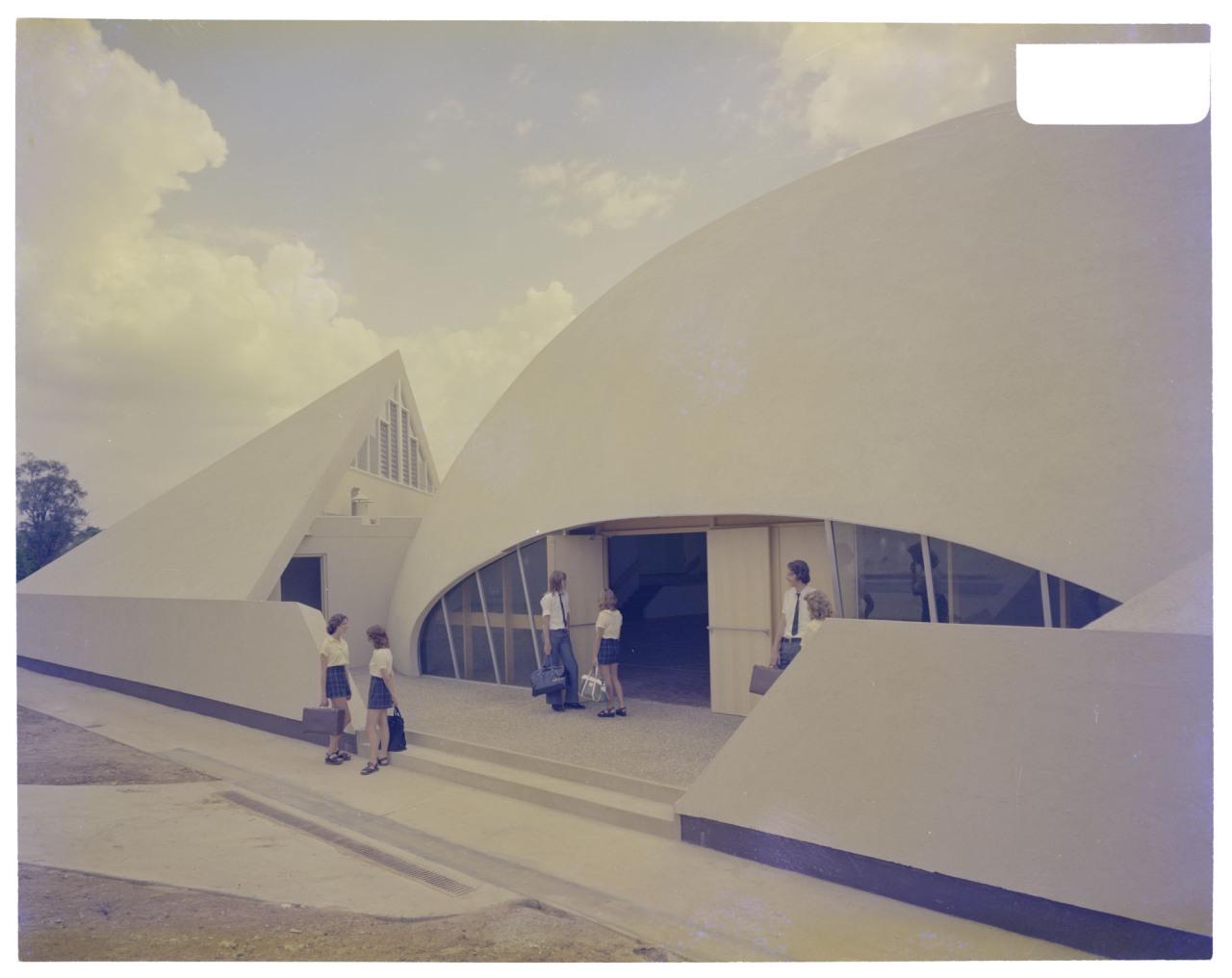 Binishell、1975